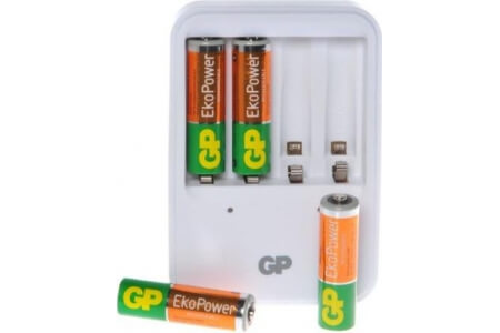 GP BATTERIES NiMH Battery Charger with 4 x AA 'EkoPower' Batteries